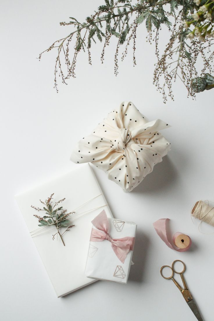 Pretty gift wrapping with natural & household supplies