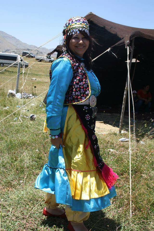 """Yörük Kızı Orta Asya'da çıkan selamımız Develerin narında akan yaylamız Dünya tarihinde cesur ecdadımız Kekik kokulu, elleri kınalıdır!"""" Yörük Kızı"""""""