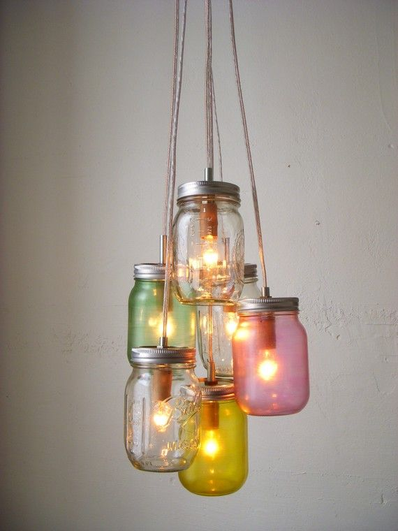 A beautiful, rustic lighting feature, perfect for outdoors or to hang above a child's reading nook. #CRAFTYMASONJARS