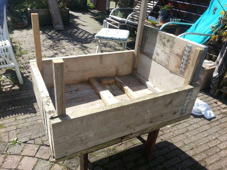 Piet puk maakte deze tafel van steigerhout leuke handleiding in stappen om zelf een houten - Om een e b e bbinnenkap te creeren ...