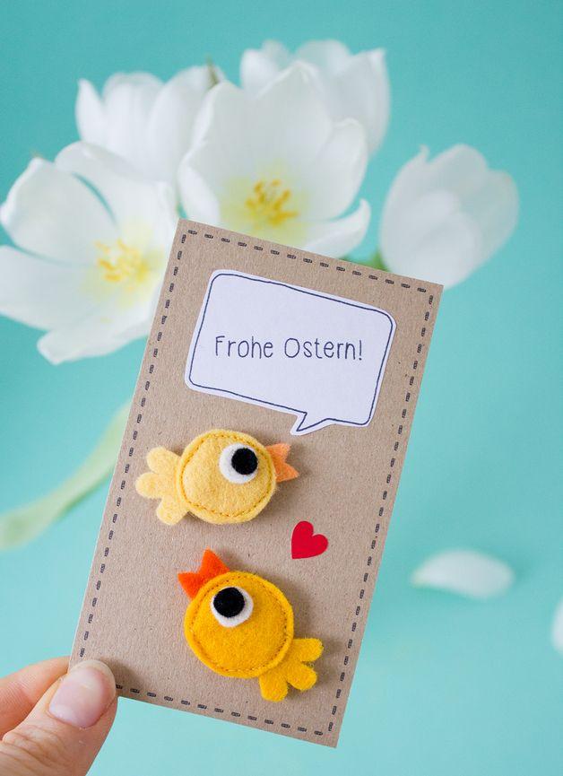 Süßes Geschenk zu Ostern: Kleine Vögel als Brosche aus Wollfilz // Easter gift idea: small bird brooches made by catmade via DaWanda.com