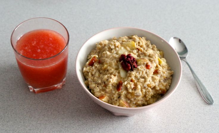 Apple oatmeal with peanut butter, cinnamon, goji + fresh grapefruit juice
