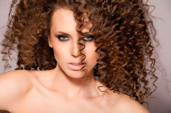 Какие виды химической завивки волос бывают?