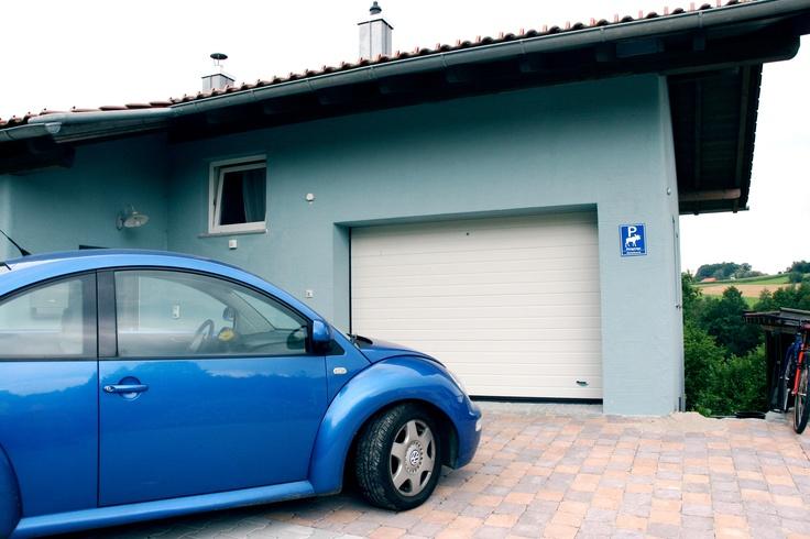 Porta sezionale Breda Sirio e Volkswagen New Beetle!  #BredaLoveCars #portoni #sezionali #garage #breda