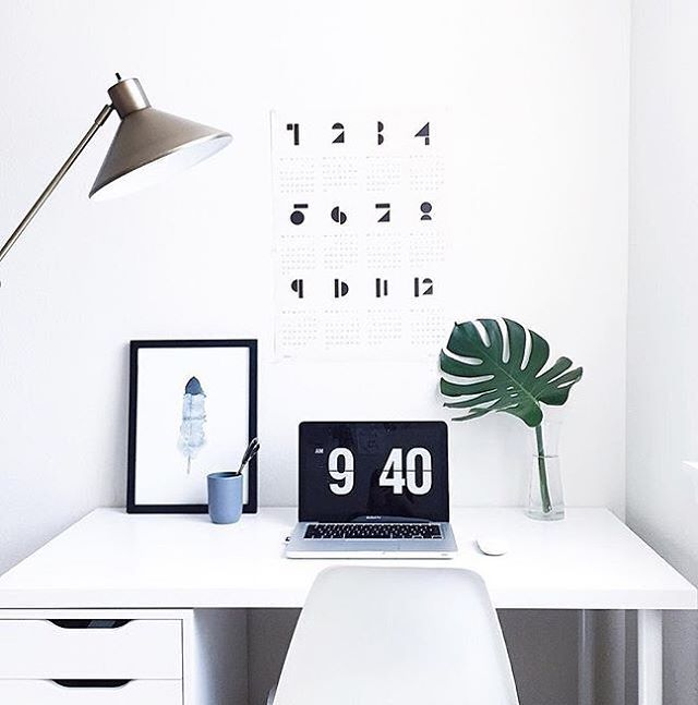 Minimal #workspacegoals + regram from Liz @ea_wang in the USA ✖️ We're huge fans of Liz's feed + love how she brought her clean + minimal aesthetic into her workspace  A simple workspace is a productive one...there are no distractions here! Just a @snugstudio calendar for the deadlines + a laptop to get shit done ✨ Thanks Liz for the tag + for always inspiring us with your beautiful pics
