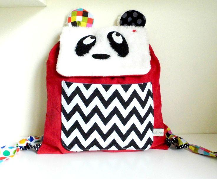 Sac à dos enfant pour l'école maternelle / crèche Panda en velours rouge et poche chevrons noirs et blancs : Sacs enfants par amaniterose