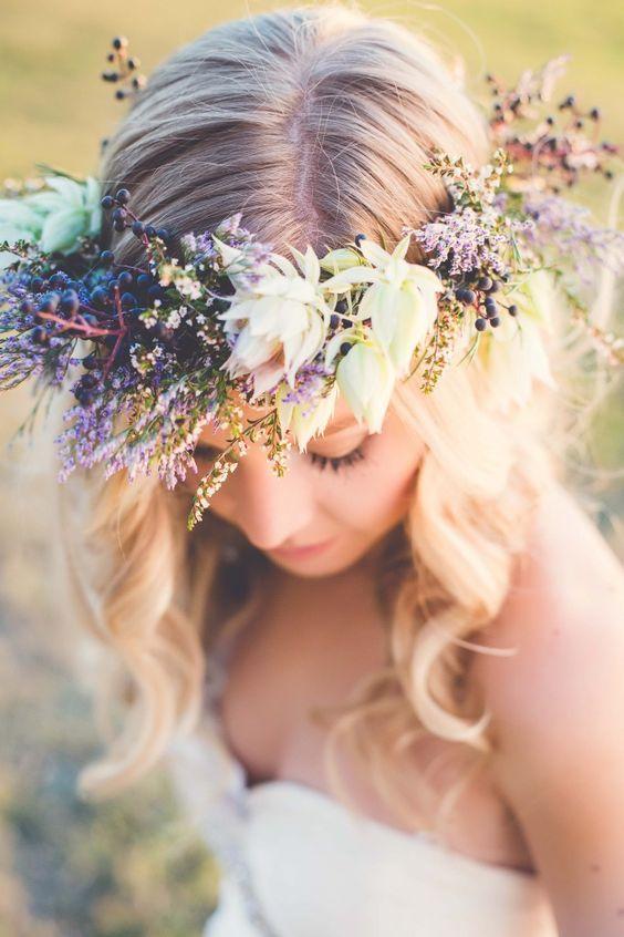 Blumen im Haar - Hochzeitsschmuck.