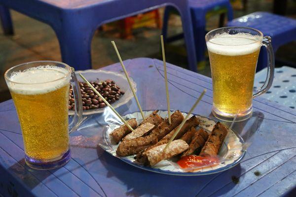 Nem nướng et bière pression... #cuisinehanoi