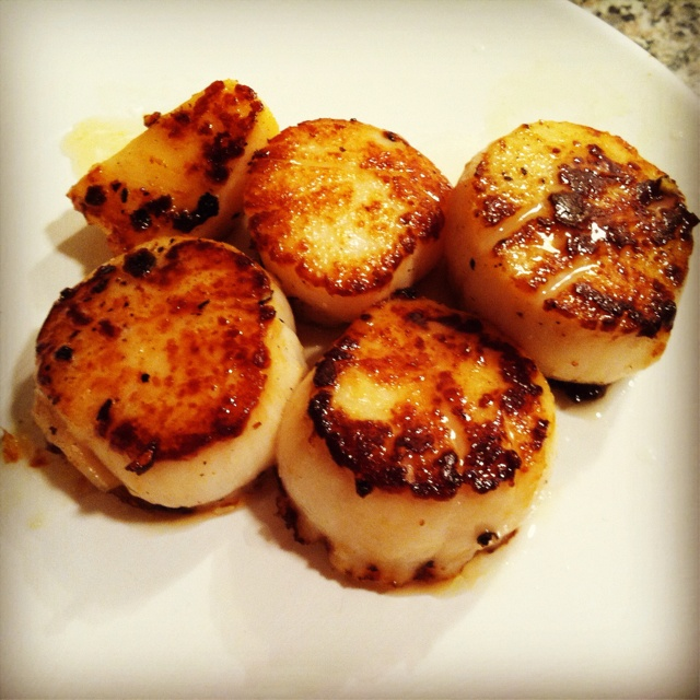 Pan seared scallops. First time I made them. Follwed my mom's grandpa's recipe. That was 50/50 EVOO&Butter. Wait for it to just barely smoke then add scallops & sprinkle w S&P. 1.5mins per side. Lemon-pepper wld be good & so wld a lil garlic.  Fresh green beans& roasted crushed red potatoes w it. New fav!!