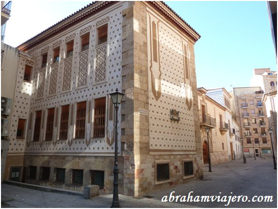 Salamanca es una ciudad de rincones escondidos para la historia. Uno de ellos es la plaza de San Boal. Encerrada entre altos edificios, alberga una parroquia y el Palacio de Arias Corvelle, aunque hace años allí estuvo ubicado el Frontón Tormes, que más...