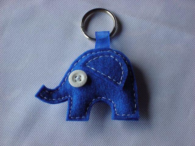 Llavero de elefante azul