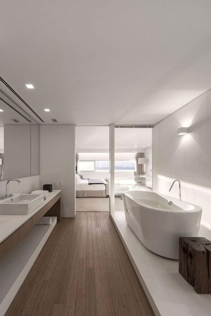 salle de bain de reve, salle de bains blanche avec grande baignoire ovale