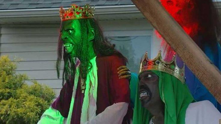 Zombie Nativity Scene Brings Man Threat Of $500-Per-Day Fine From Town -  #nativity #walkingdead #zombie