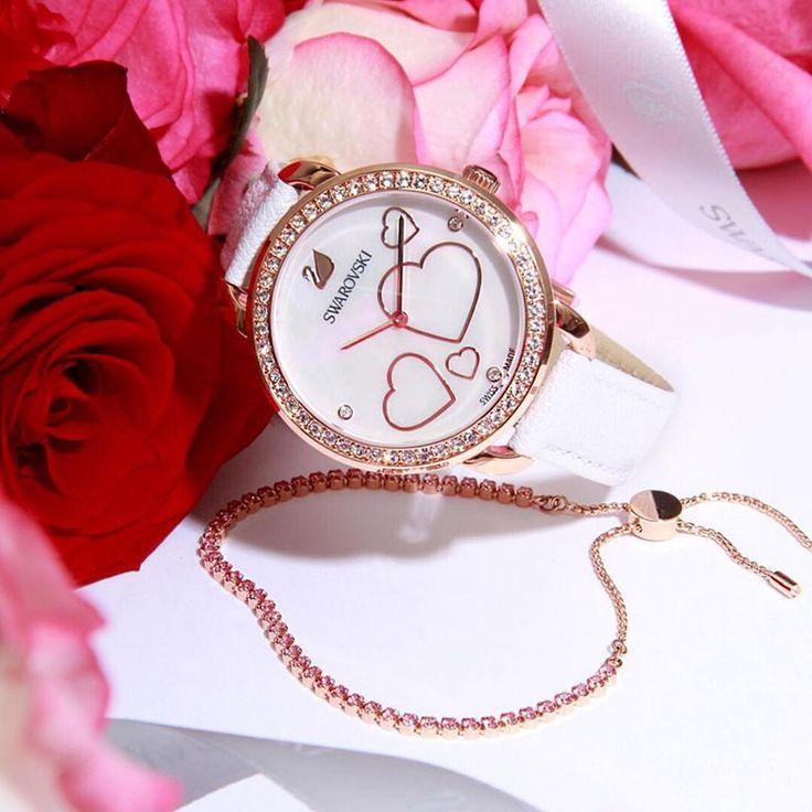 Kobiecy zegarek Swarovski doskonale się skomponuje z Twoją randkową kreacją