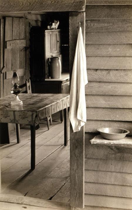 mpdrolet    Farmer s Kitchen  Hale County  Alabama  1936 Walker Evans. 102 best Alabama History and Research images on Pinterest