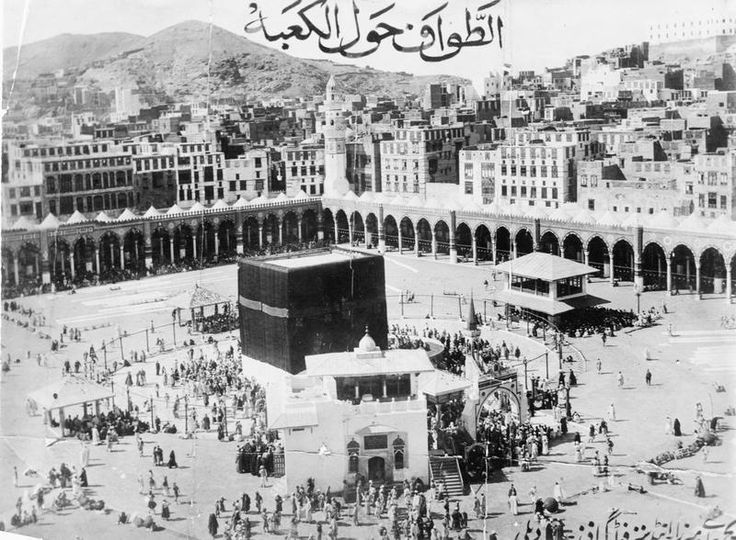 """T E Lawrence and the Arab Revolt 1916 - 1918.Mecca - the Kaaba. Looking down over the Haram, with the city behind. Arabic inscription at the top reads - """"Al-tawwaf hawl al-Ka'bah"""" (The circumambulation of the Ka'bah). Date 1907 (Pre-1914)"""