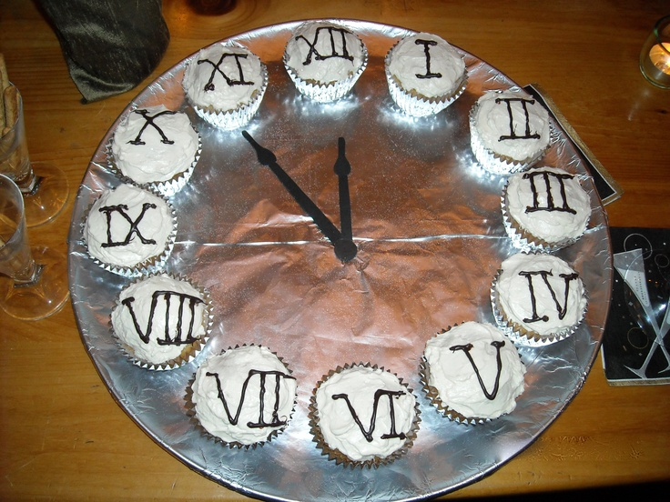 New Year's Eve Cupcake Clock.Cupcakes Clocks, Foods Desserts Drinks, Parties, Cake Ideas, Cups Kack, Cups Cak, Cupcakes Cak, Years, Eve Cupcakes