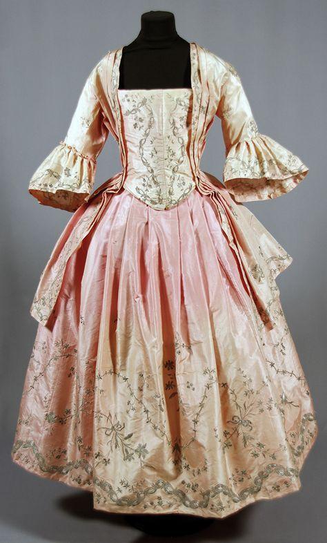 Ulrica Cronstedts brudklänning från 1774, då hon gifte sig med Otto Johan Löwen på Fullerö i Västmanland.
