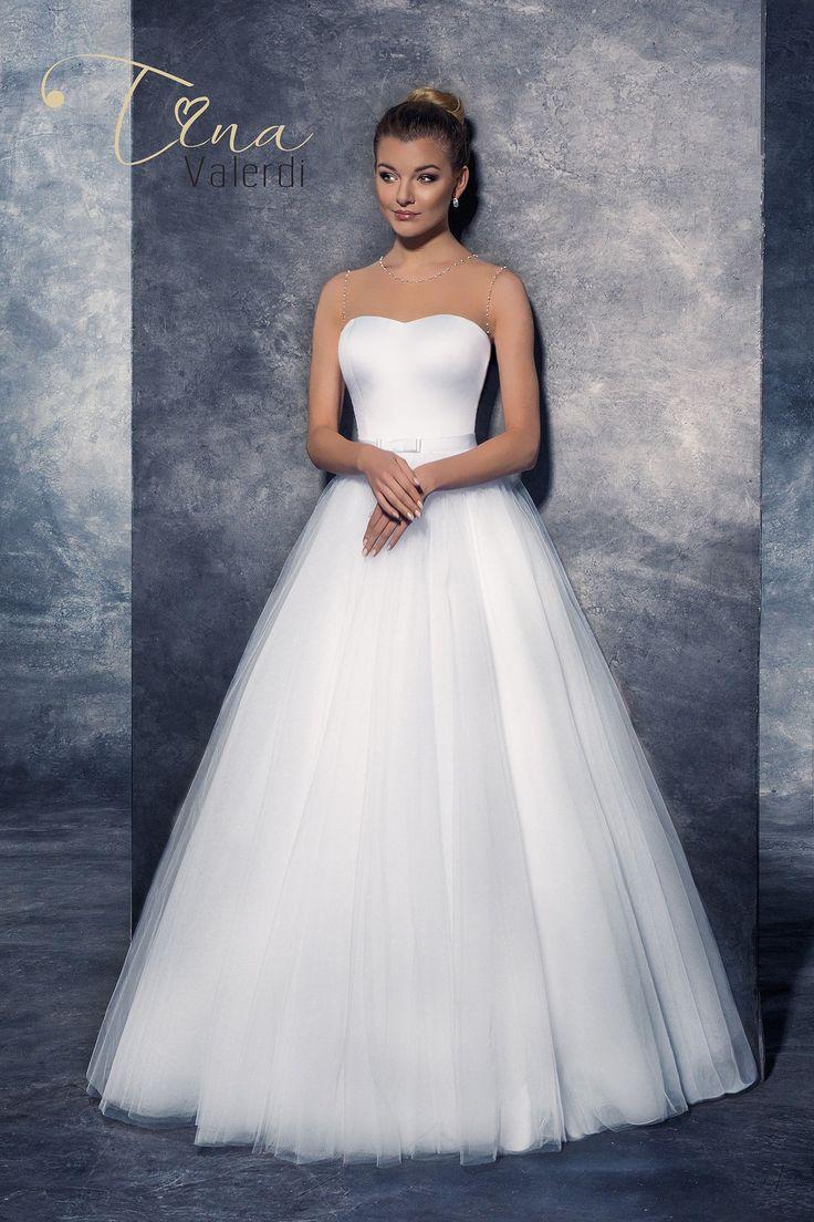 Krásne svadobné šaty s jednoduchým korzetom a širokou sukňou