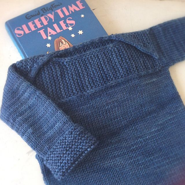 Kettle Yarn Co. WIMBLEDON in 'blue pictsies' colourway...Ravelry: Tinkhickman's Wee Envelope Jumper
