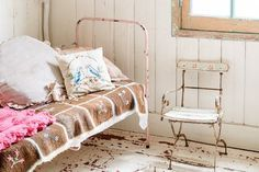 Feel inspired with these vintage bedrooms. #vintage #vintagestyle #vintagebedroom #bedroomstyle #vintagedecor