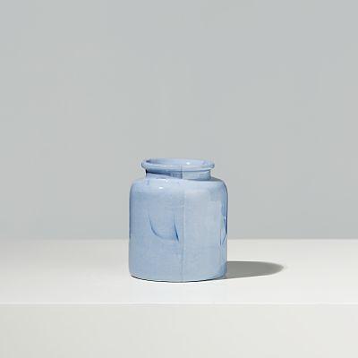 """GÜNZLER.POLMAR Oppbevaringskrukke """"Marbled Container"""", unikat. 2013-15. Marmorert porselen.  """"Marbled Containers kombinerer marmoreringsteknikk med støpte repro- duksjoner av tradisjonelle keramiske beholderformer. Slike beholdere føyer seg inn i rekken av hverdagsgjenstander som bestandig befinner seg i vår nærhet; funksjonelle objekter vi på daglig basis interagerer med. Vår automatiserte og vanemessige omgang med dem bidrar til at vi ofte verken reflekterer over dem eller er bevisste…"""