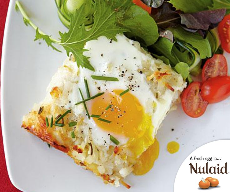 The Rösti Casserole with Baked Eggs embodies the alluring qualities you'd expect from an all time vegetarian recipe. For the full recipe, click here: http://ablog.link/4gt. #MeatfreeMonday #Nulaid