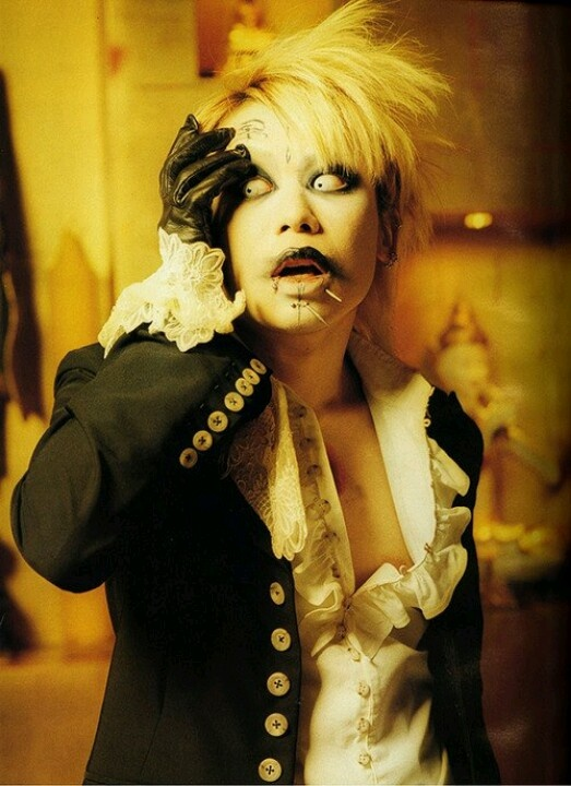 """I always like to say, """"this guy looks like sh*t walking, but he's got a voice of an angel."""" Kyo 