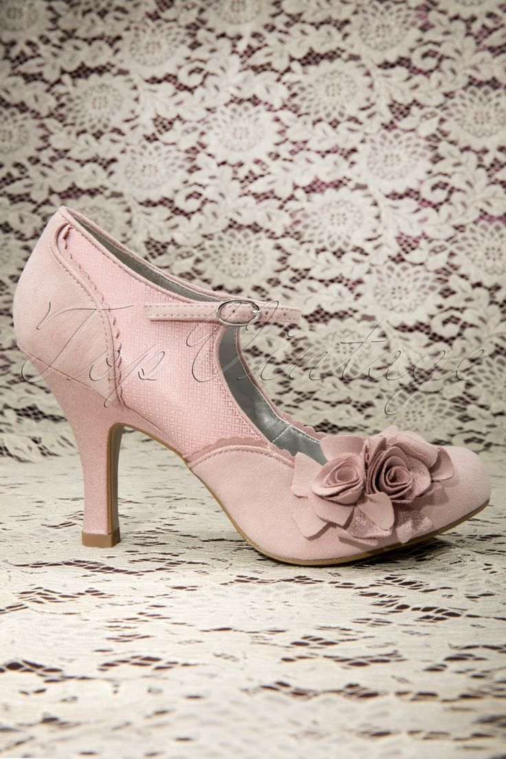 These 50s Pink Ruby Shoo Flower Pumps are romantic pumps in an elegant Mary Jane style!Made from a pastel pink soft suedine combined with shiny pink details and same coloured scalloped trimming along the edges. With adjustable ankle strap, rounded nose and striking roses on the front for an extra vintage touch, só cute! Even the inside looks great in shiny siver. Besides the fact that they look great, the padded sole also ensures a comfy fit for hours ;) We simply adore these shoes, don't…