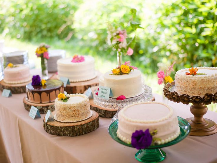 6 Ways to Serve Mini Cakes at Your Wedding | Photo by: Carrie Turner Photography | TheKnot.com