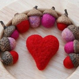Felted Acorns – Valentine Colors: Waldorf Crafts, Valentines Colors, Waldorf Toys, Valentines Heart, Beautiful Moon, Cute Ideas, Felt Acorn, Valentine'S S, Luna Toys