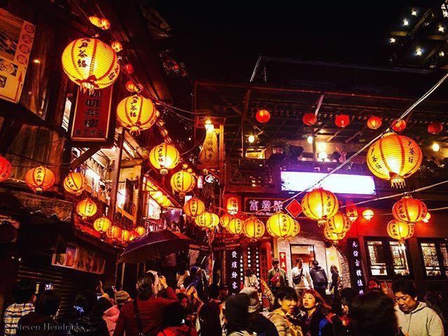 Taiwan Jiufen Old Street @instagramtaiwan @instagram  Copyright 2017; all right reserved . . . . . #Taiwan #Jiufen #jiufenoldstreet #instagood #stevenhendricksphotography #photography #photograph #iphone7plus #photooftheday  #taiwantrip #taiwangram #travel #travelgram #travelblogger #travelpics #love #instagoodmyphoto #justgoshoot #peoplescreatives #exploretocreate #passionpassport @discoverearth #theoutbound  #lantern #taiwantrip2018  #lifeofadventure #BestVacations #Worldtravelbook #igerstaiwan #igers