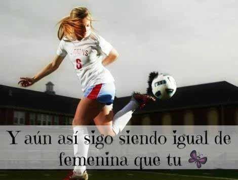 imagenes de mujeres jugando futbol con frases 2