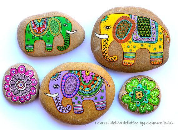 Elefante de piedra pintadas por ISassiDellAdriatico en Etsy