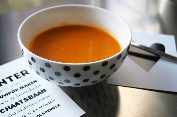 Tomatensoep of soep. Als ze hier ziek zijn of we willen makkelijk en een gezond eten dan maakik meestal soep. Soep eten ze zonder mokken helemaal op.