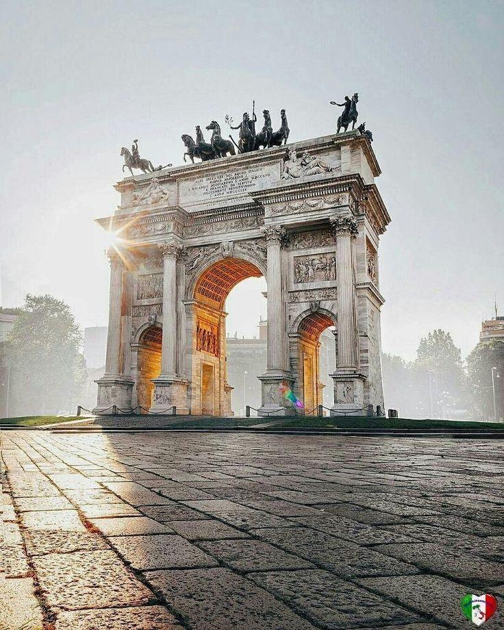"285 To se mi líbí, 5 komentářů – wowitaly (@wowitaly_) na Instagramu: ""Arco della pace a Milano Photo byt: @brahmino #amoviaggiare #lovetravelling #travelers #arttrip…"""