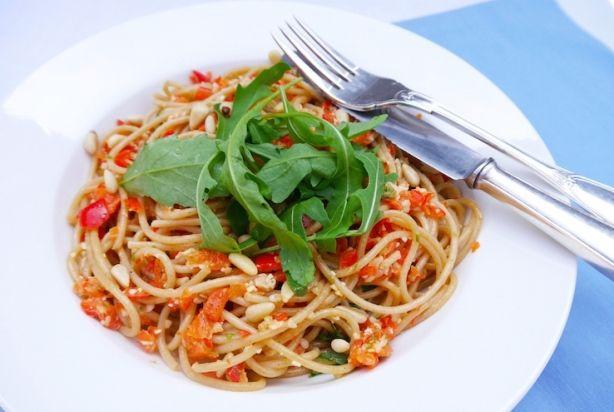 Spaghetti met paprikapesto