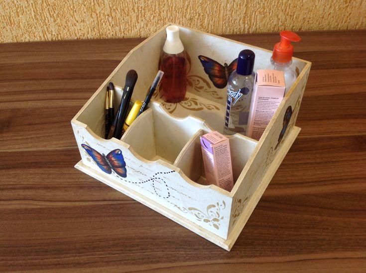 Porta maquiagem em MDF, decorado com stencil e decoupage. Otimo para organizar sua make