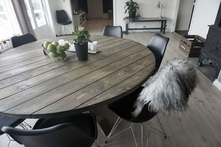 Dining room. New chairs. DIY diningtable. Round diningtable.