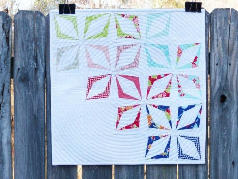 Such an amazing line up of free mini quilt patterns. The list of photos make it easy to find the perfect one.