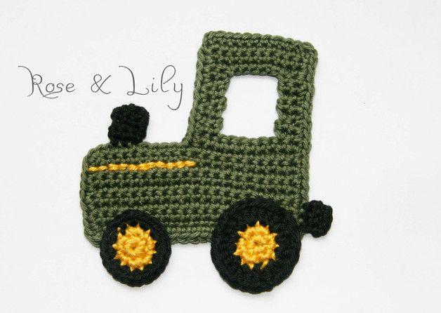 Traktorfans aufgepasst: Supersüßer großer gehäkelter Traktor (ca. 9 x 9 cm) in Grün mit schwarz-gelben Reifen - wie bei einem John-Deere-Traktor. Vielseitig verwendbare Applikation, z. B. für...