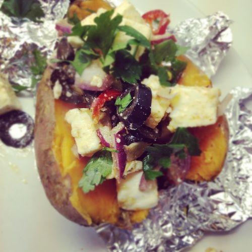 Gepofte zoete aardappel met feta