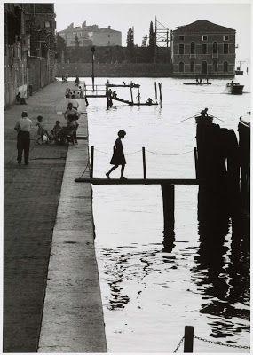 Voici une photo de Venise du photographe humaniste Willy Ronis,
