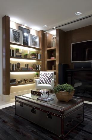 Iluminação em armário + combinação madeira & preto