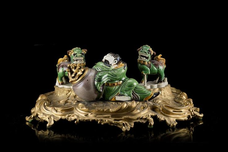 A model of Li Bai and two small Buddhist lion glazed in : Lot 0777