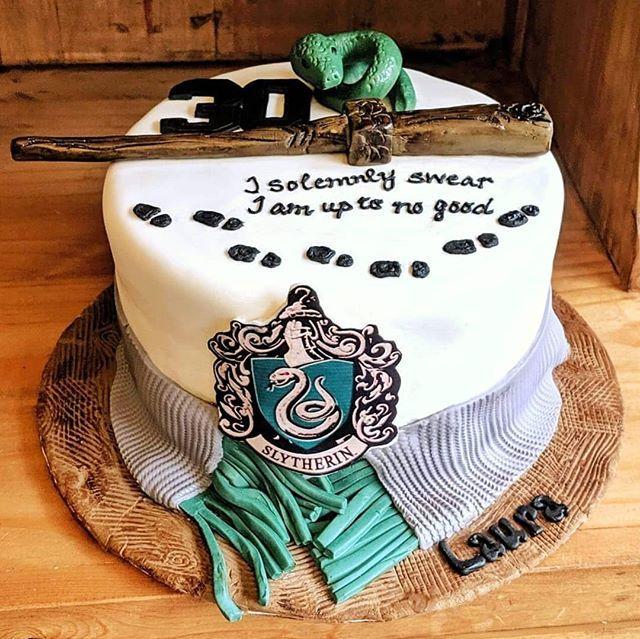 Harry Potter Themed Birthday Cake Harrypotter Slytherin Harry Potter Birthday Cake Harry Potter Cake Harry Potter Book Cake