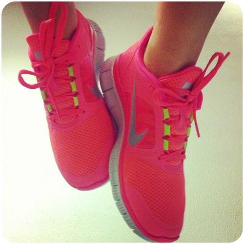 nike hot pink free run