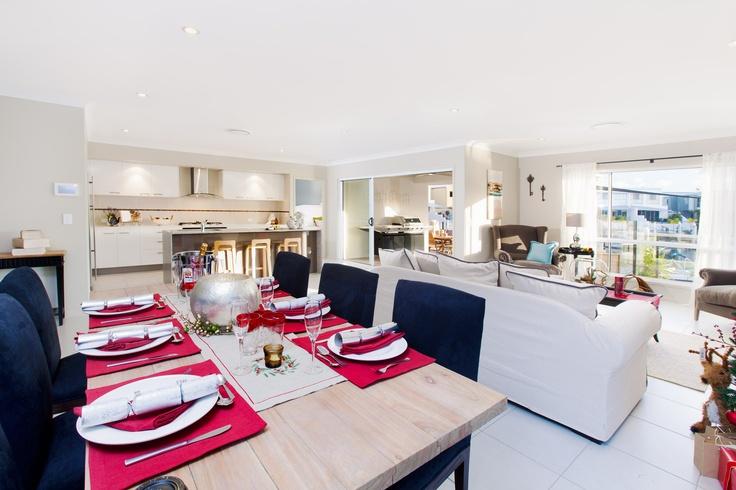 Simple and stylish Christmas table setting