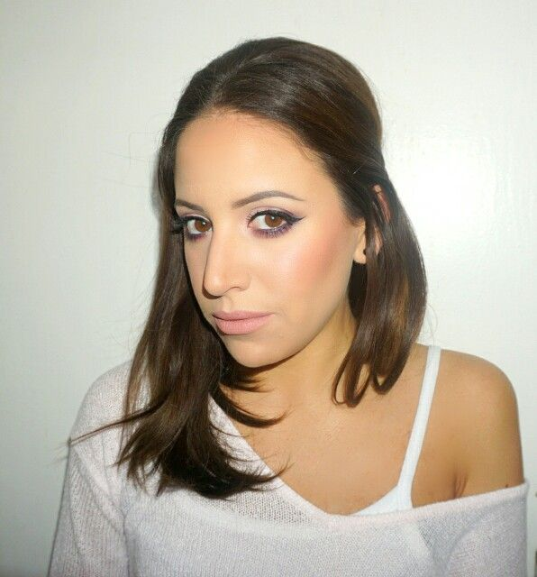 Smoked out purple eye for an everyday look / Brunette . Pinned Hair . Nude Pink Lips . Smokey Eye . Brows /