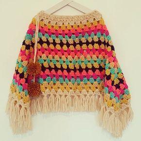 Poncho Indi - #holachecoco #poncho #chicos #niños #invierno #tejido #lana #bohoponcho #kids #winter #abrigo #pompones #crochet #knit #tejidoamano #tejidos #tejidoartesanal #flecos #hippie #ropachicos #knitwear #colores #ropadediseño #capa #2017